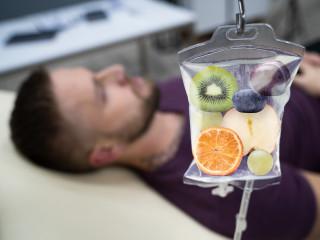Pacient_infuze_vitamíny_zdraví