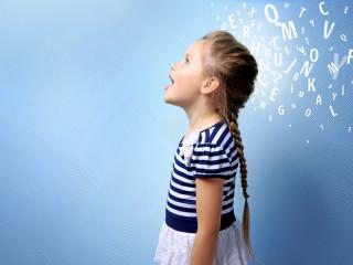 holka_malá_dítě_logopedie_výslovnost_výuka_řeč_mluvení
