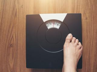 žena váha hubnutí tloustnutí zdraví strava cvičení