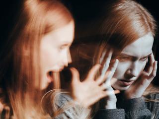 Schizofrenie_ataka_žena