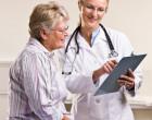Starší pacientka na konzultaci u lékařky