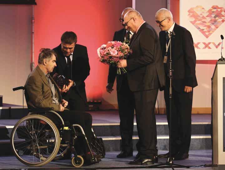 Cenu za celoživotní přínos kardiologii převzal doc. Chaloupka na výročním sjezdu ČKS 2017.