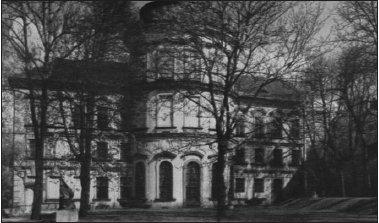 Severní průčelí Šternberského paláce.