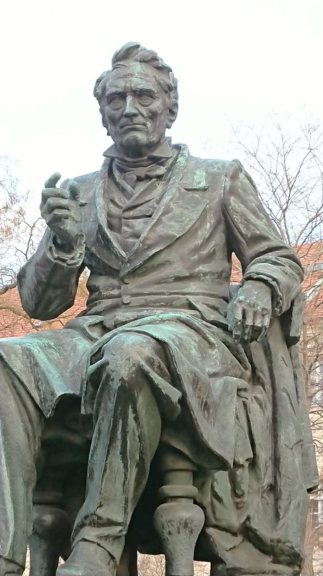 Socha J. E. Purkyně na pražském Karlově náměstí.