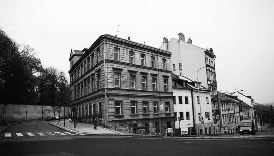 Dům na křižovatce mezi ulicemi Viničná a Benátská, první sídlo zubní kliniky