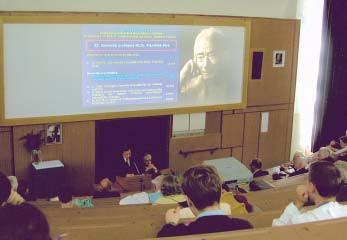 Pohľad do prednáškovej sály na VI. pavilóne FN L.Pasteura v Košiciach 26. apríla 2004 pri príležitosti XI. memoriálu prof. MUDr. Františka Póra.