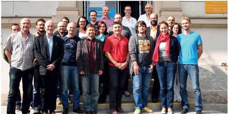 Dobře naladění účastníci kurzu před ORL klinikou v Olomouci.