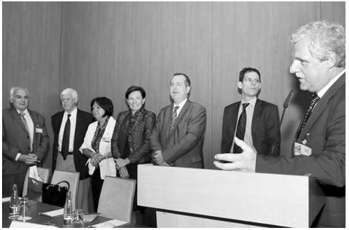 Zleva: doc. MUDr. Jan Šváb, CSc., zástupce přednosty I. CHK a člen výboru ČCHS, doc. MUDr. Karel Havlíček, CSc., emeritní přednosta CHK Pardubice a emeritní předseda ČCHS a člen výboru ČCHS, Mgr. Dagmar Škochová, MBA, vrchní sestra I. CHK, Mgr. Dana Jurásková, Ph.D., MBA, ředitelka VFN, prof. MUDr. Tomáš Zima, DrSc., děkan 1. LF UK, doc. MUDr. Erik Schadde, Ph.D., Univerzitní klinika Curych, a prof. MUDr. Zdeněk Krška, CSc., přednosta I. chirurgické kliniky 1. LF UK a VFN
