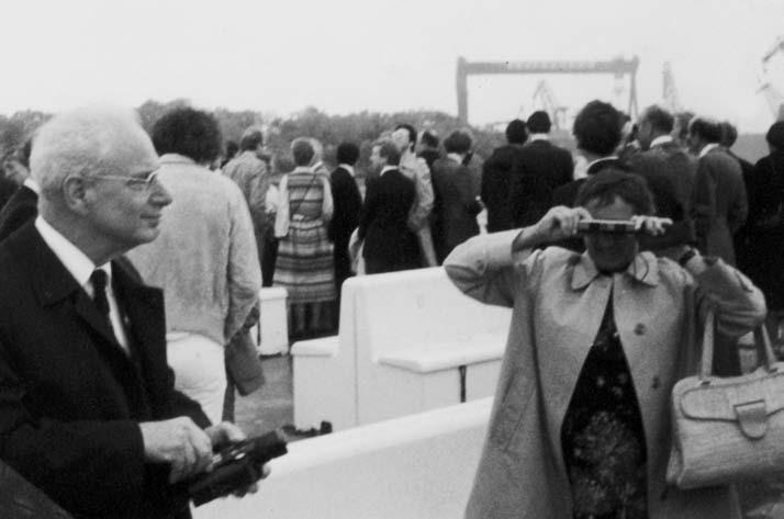 Prof. Brod stojící zleva a jeho paní v Götteborgu 1979 (snímek Dr. J. Kynčla).