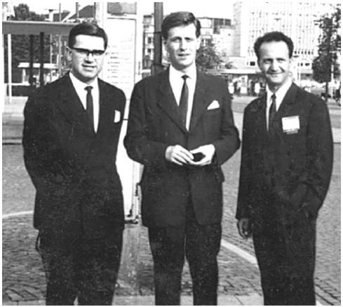 Mladí chirurgové v šedesátých letech 20. století na Klinice dětské chirurgie v Praze (zleva: Bohumil Hučín, Bohuslav Fišer a Jaroslav Stark).