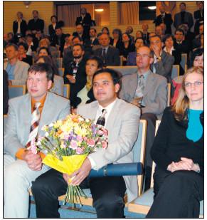 Slavnostní zahájení. Uprostřed sedící s kyticí je prof. V. Somers z Rochesteru, USA – čestný host sjezdu.