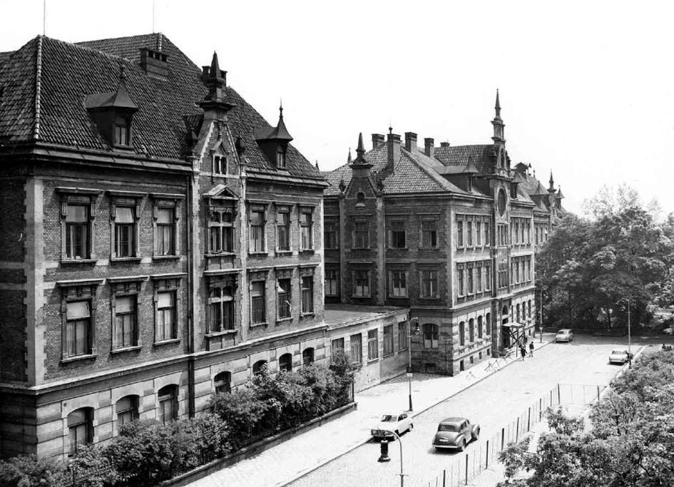 Budova staré České dětské nemocnice letech 1902–1952, poté do 1970 Dětská fakultní nemocnice (DFN)