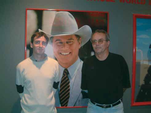 Seriál Dallas je největší historií města (zleva MUDr. Pařenica, G. R. Ewing, prof. Hradec)