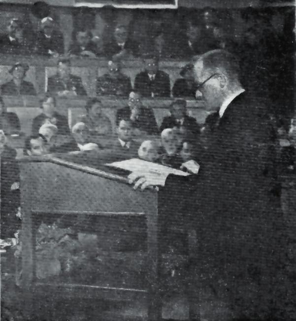 Profesor Pelc při přednášce