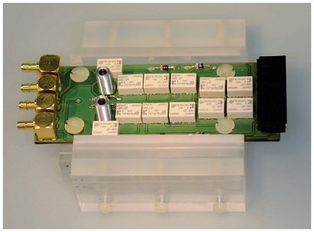 Picture of an assembled setup with a chip in a PMMA carrier and a PCB with a multiplexer.