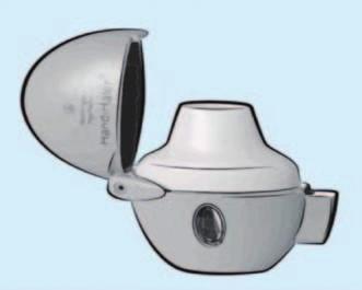 Práškový systém HandiHaler určený pro inhalační léčbu tiotropiem, doporučená léčebná dávka 1 vdech jednou denně (Koblížek et al, Maxdorf 2013).