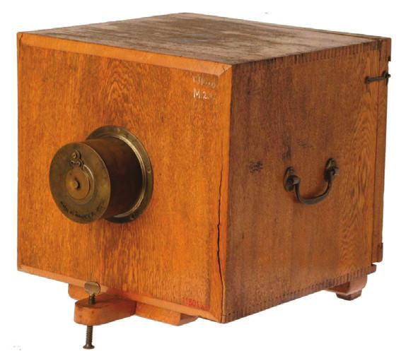 Staškova dřevěná daguerrotypická komora, vyrobená r. 1840 M. Ecklingem ve Vídni ( uložena v Národním technickém muzeu v Praze).