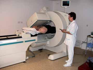 Dvouhlavá gama kamera. Snímání pacienta při gatovaném perfuzním SPECT.