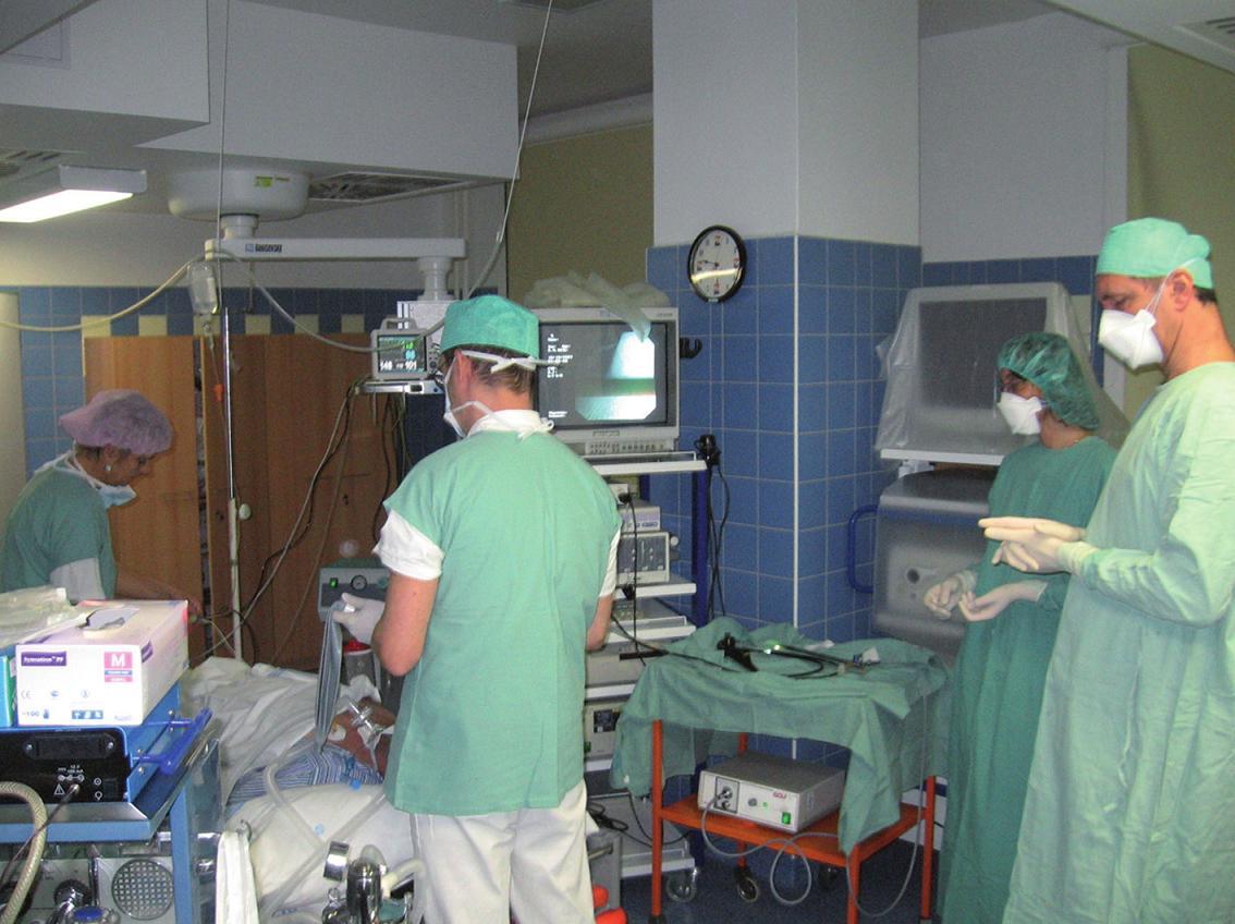 Simultánní odběry nazální a bronchiální sliznice byly provedeny během intravenózní anestezie na bronchoskopickém sále.