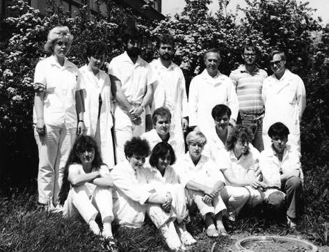 Odbor léčiv v období nejvyšší slávy na jaře roku 1989 (třetí zprava v zadní řadě inženýr František Kiss)
