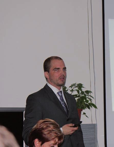 MUDr. J. Vokurka ze Stomatologické kliniky v Brně informoval o problematice životaschopnosti a proliferaci lidských osteoblastů a fibroblastů