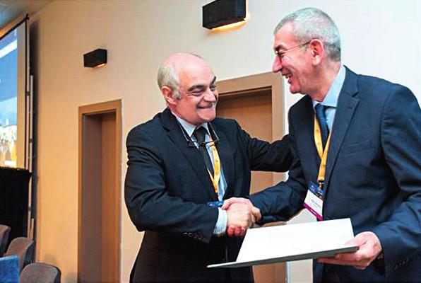 Předání předsednictví evropské ORL společnosti (CEORL-HNS) – vlevo prof. Manuel Bernal-Sprekelsen, vpravo prof. Marc Remacle.