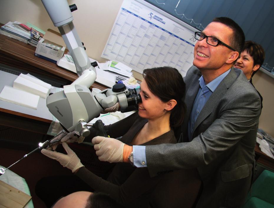 Nácvik direktní laryngoskopie a injektáže.