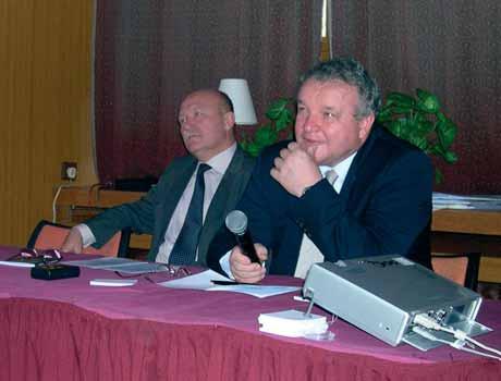 Prof. MUDr. M. Halaška, DrSc., a doc. MUDr. J. Feyereisl, CSc., koordinují sekci urogynekologické operativy.