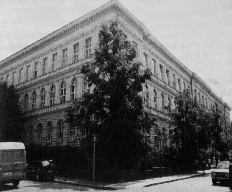 Budova Nalezince, od roku 1897 sídlo První české c. a k. kliniky novorozenců, kojenců a kojných, ve které byly chirurgické obory ČDN, od roku 1952 DFN