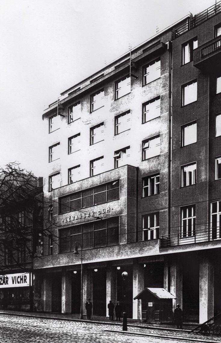 Lékařský dům v Praze krátce po otevření ve 30. letech 20. stol.