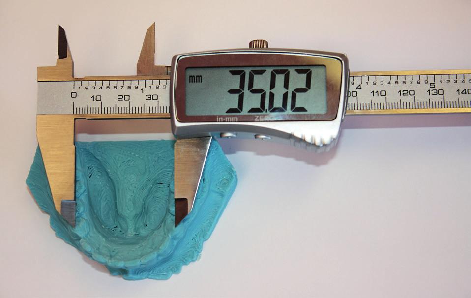 Měření digitálním posuvným měřítkem na modelu získaném 3D tiskem