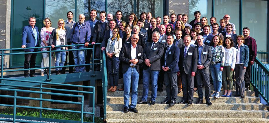 Účastníci workshopu (v popředí zleva Abrams, Zenk, Komínek, Chrobok, Čelakovský).