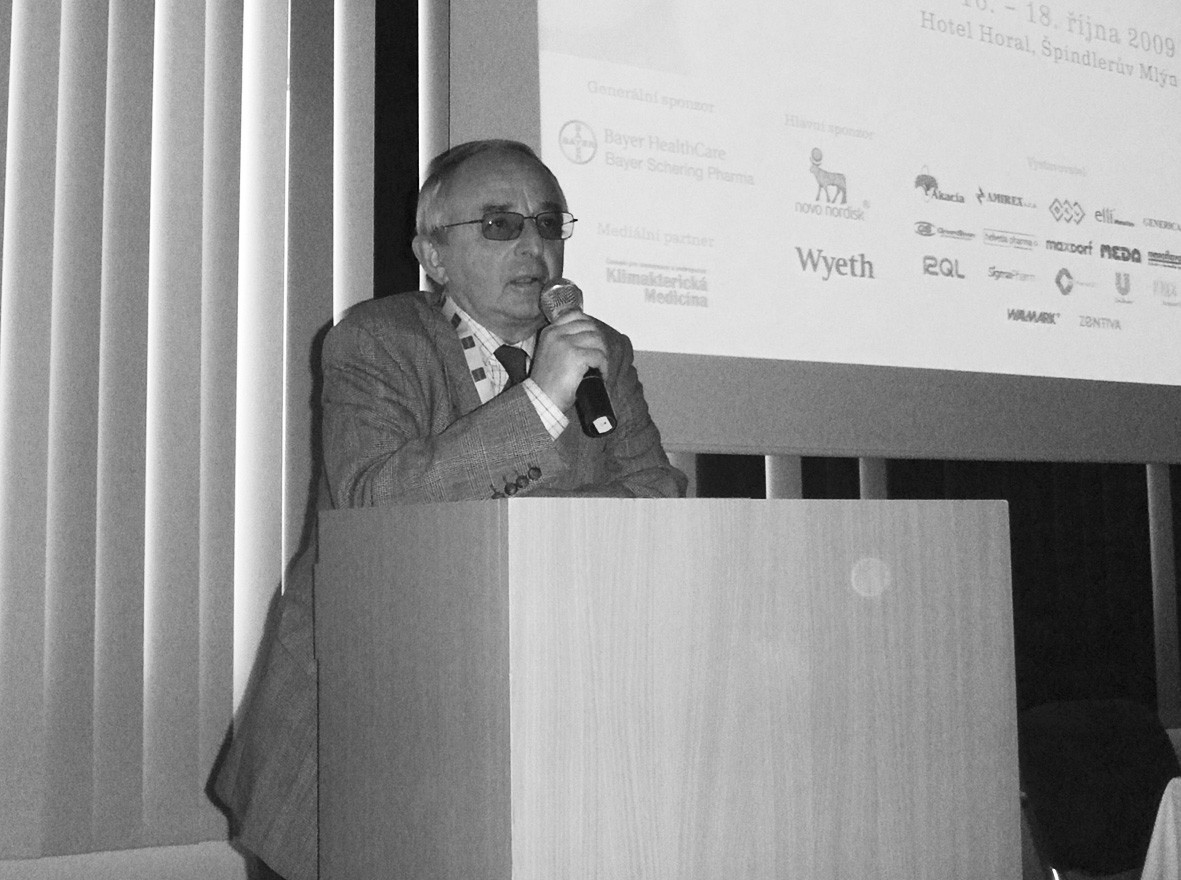 Prof. Josef Donát při závěrečném hodnocení konference