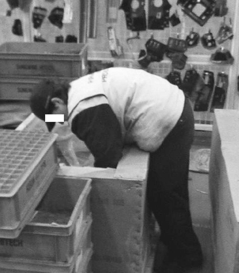 Poloha trupu u pracovníka skladu – vykládání zboží