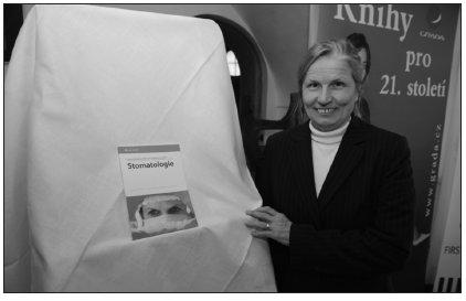 O přínosu knihy pro současný obor stomatologie pohovořila autorka prof. T. Dostálová.