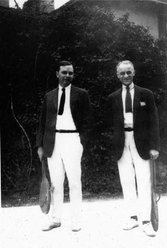 Rivalové na kurtu i na sále. Walter E. Dandy a Harvey Cushing.