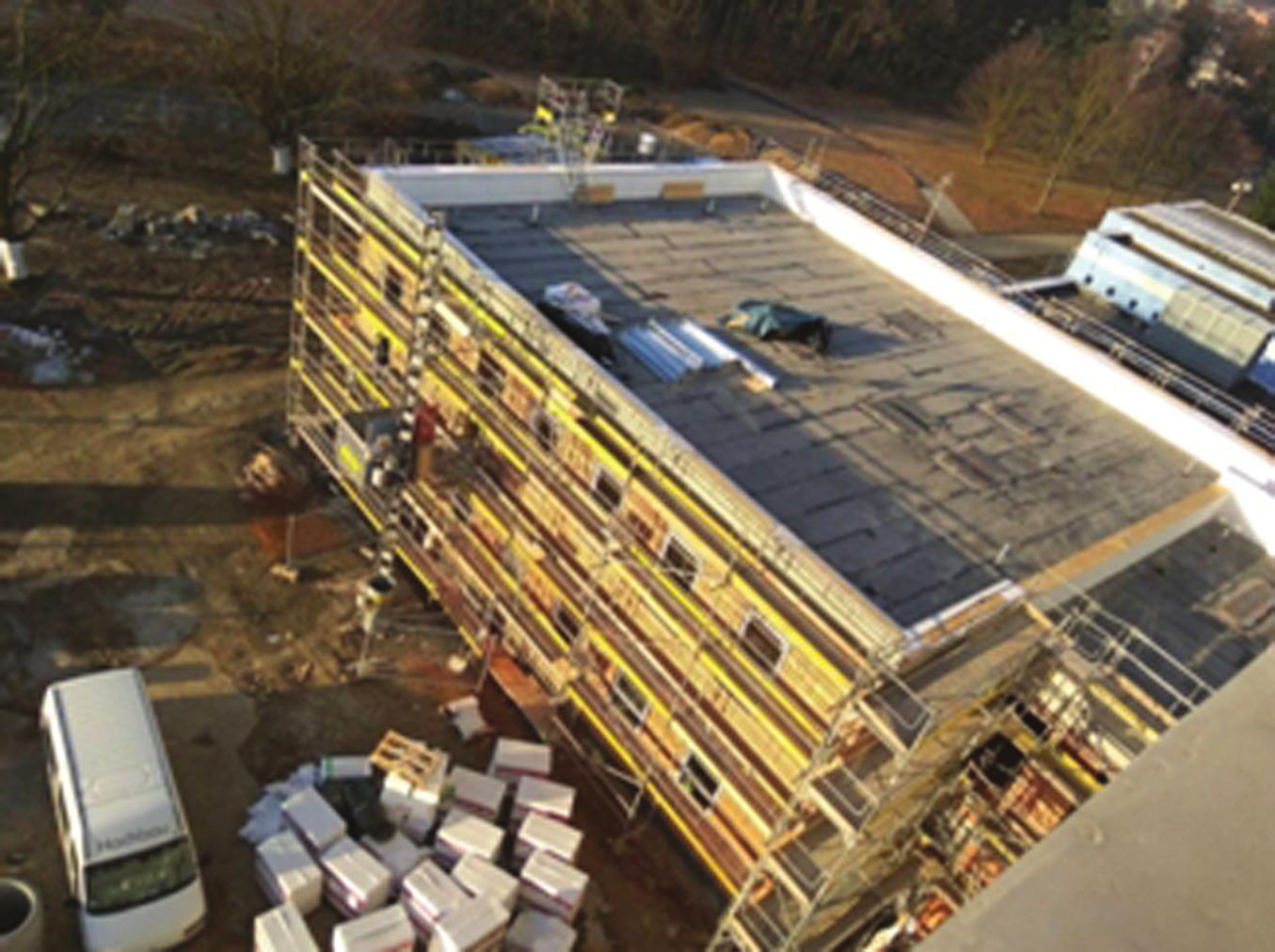 <i>Stavba budovy pro první PET/CT v Ostravě, březen 2017.</i>