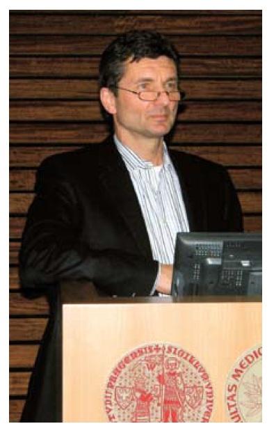 Prof. Milan Lukáš přednášel o efektivitě biologické léčby u nemocných s ulcerózní kolitidou.  Fig. 1. Prof. Milan Lukas had lecture about the efficacy of biologic therapy in the treatment of ulcerative colitis.
