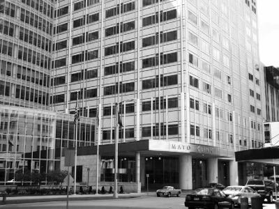 Dvacetipatrová Gonda building s ambulantními provozy (součást Mayo Clinic)