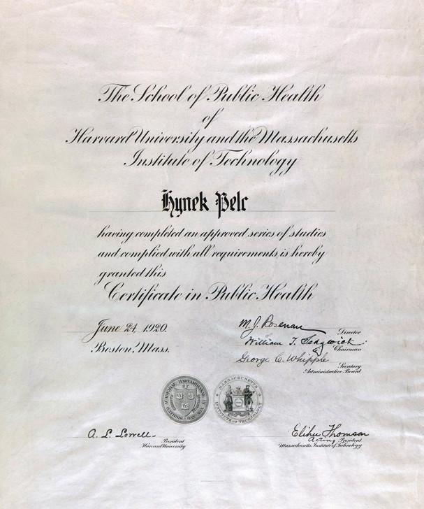 "The School of Public Health of Harvard University v Bostonu vydává Hynku Pelcovi ""Certificate of Public Health"" v roce 1920"