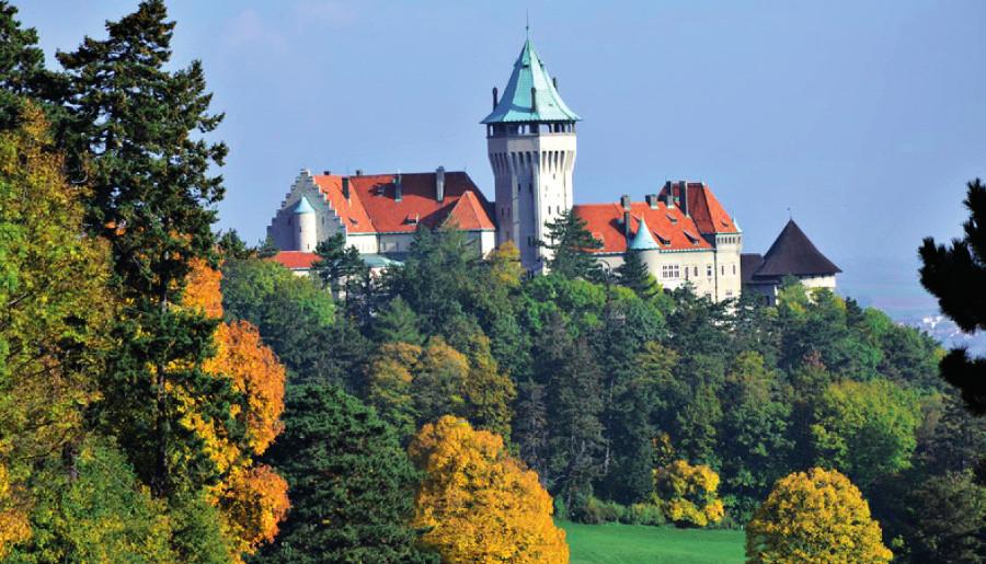 Panorama zámku ve Smolenicích – kongresového centra SAV (okres Trnava, SR)