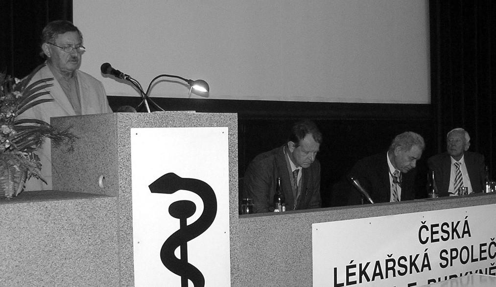 Doc. RNDr. Pavel Bláha, CSc., prezident organizačního výboru kongresu, jehož součástí bylo The 11th Prague-Sydney-Lublin Symposium – téma Ortopedická antropologie, zahájil Hrdličkův kongres v Lékařském domě v Praze