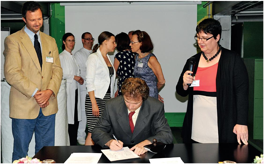 Podpis zakládající listiny EAP (MUDr. Jakub Dršata, Ph.D., předseda Foniatrické sekce ČS ORLCHHK a národní reprezentant v UEP).