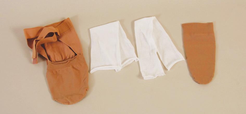Ukázka běžně dostupných kompresních punčošek pro trantibiální a transfemorální reziduální končetiny