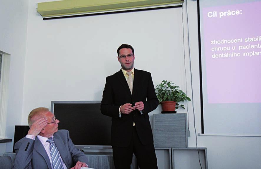 MUDr. J. Jendrejovský z 3. LF UK v Praze přednesl aktuální téma o stabilitě dentálních implantátů u pacientů s rozštěpem
