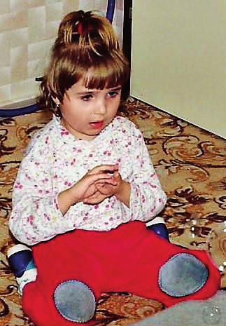 Dívka s Rettovým syndromem, 3,5 roku, mycí pohyby rukou.