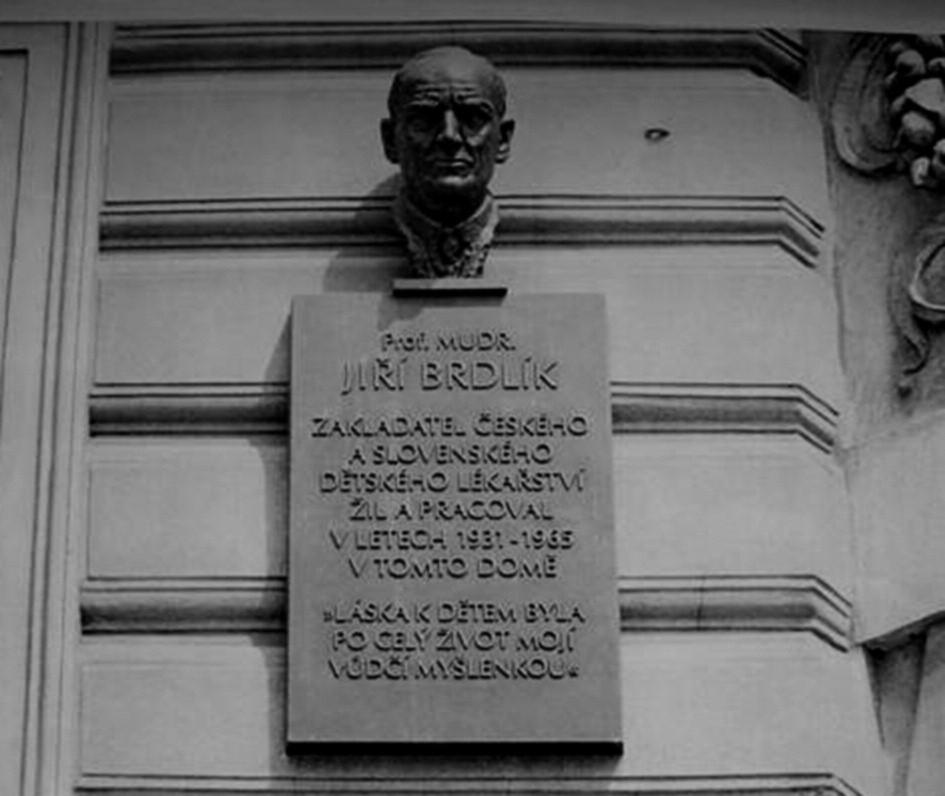 Na domě, kde profesor Brdlík bydlel v letech 1931–1965, byla v roce 2005 slavnostně odhalena jeho busta.