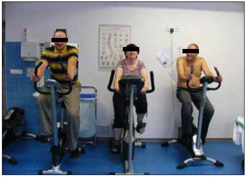 Pulmonální rehabilitace je spojena se submaximální aerobní pohybovou aktivitou, zde zachyceni nemocní s CHOPN či astmatem při pravidelné 45 min trvající zátěži (foto autor).