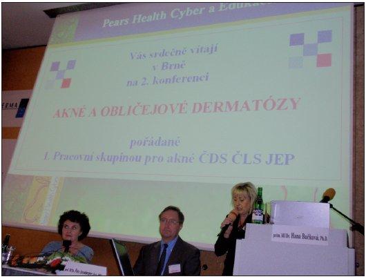 Doc. MUDr. Jarmila Rulcová a prof. MUDr. Petr Arenberger při zahájení konference.