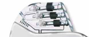 Anténa v koncovce implantátu zodpovědná za radiofrekvenční přenos dat.